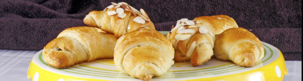 Daring Bakers' Challenge: Nutella, chocolate, honey caramel, almond and blueberry croissant
